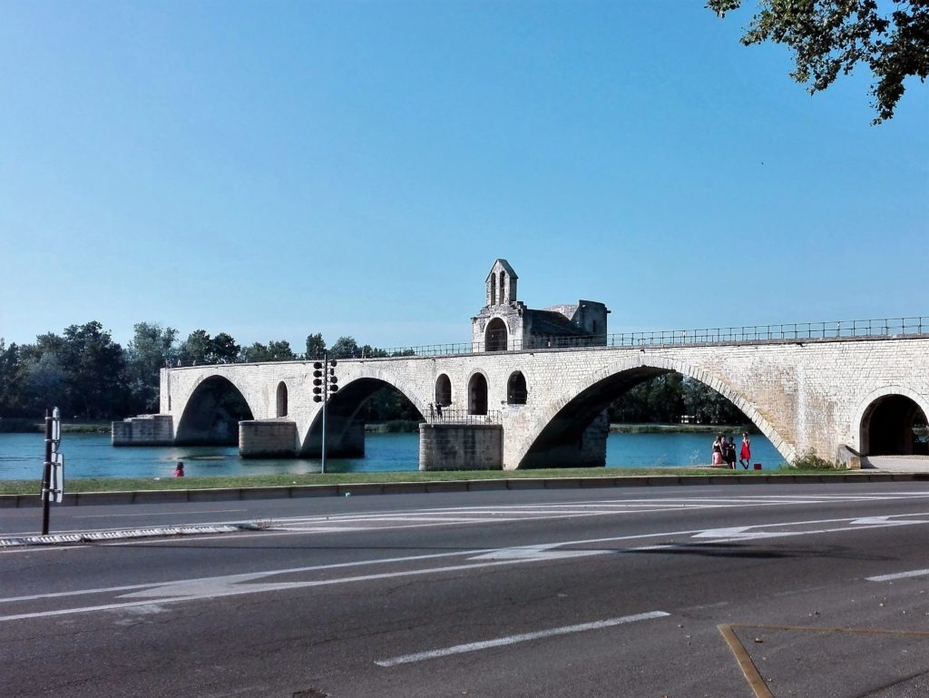 10 places you can´t miss in Provence - Avignon bridge