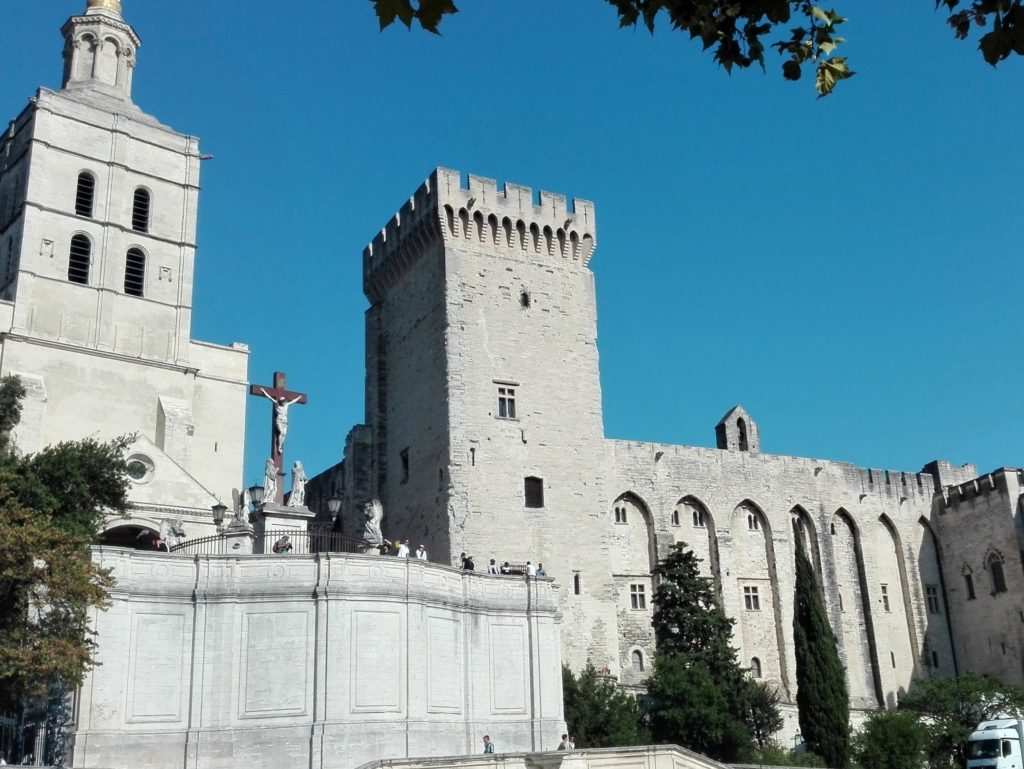 10 places you can´t miss in Provence - Avignon Popes´ Palace