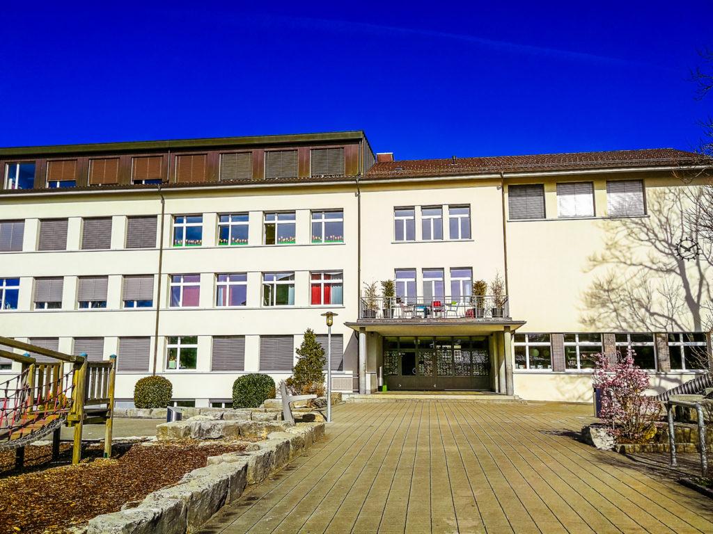 jak funguje škola ve Švýcarsku